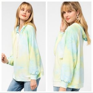 entro Tops - NWT blue lime light weight tie dye hoodie.